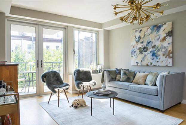 浅蓝黑白絮语交织 时尚优雅单身公寓
