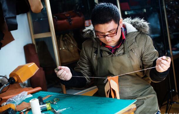江苏准毕业生创业做手工皮具 获利百万